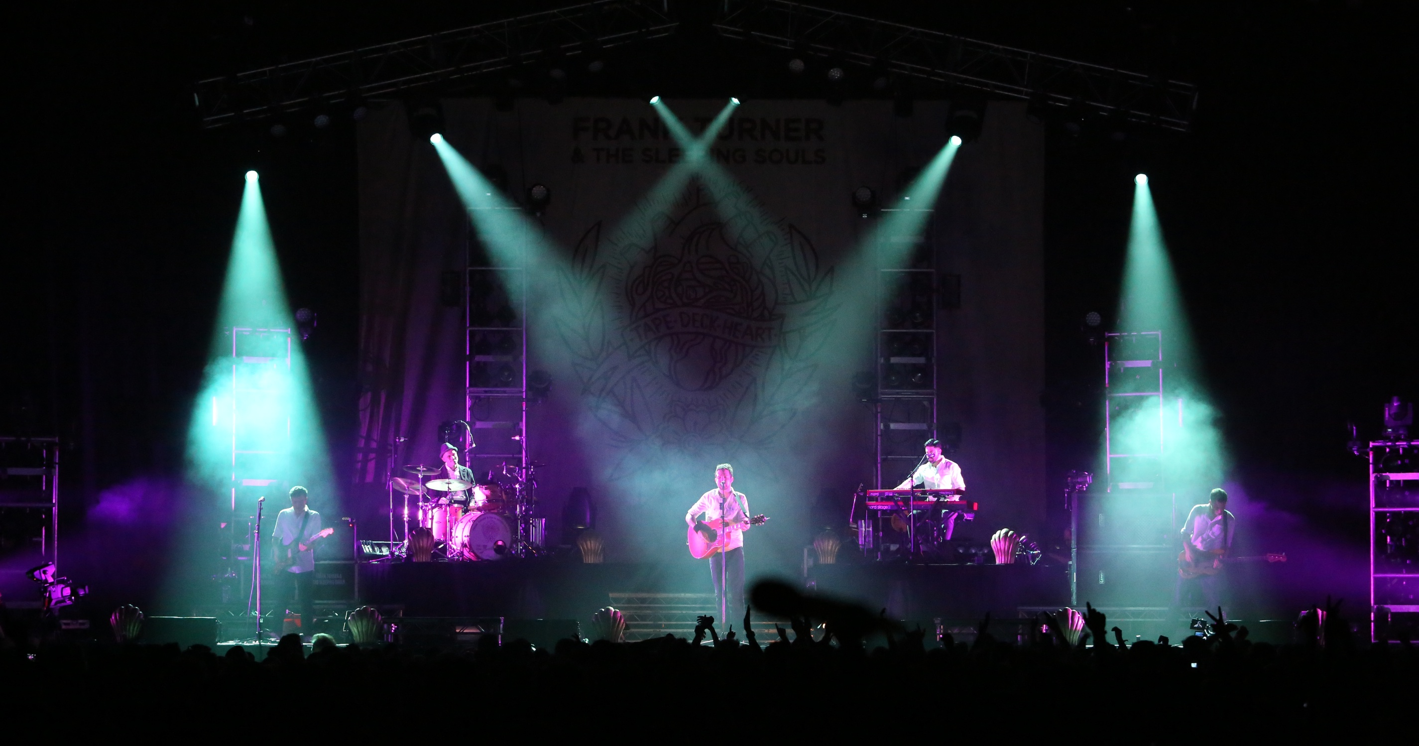 Avolites Sapphire Touch Controls Bold Lighting for Frank Turner's Arena Tour