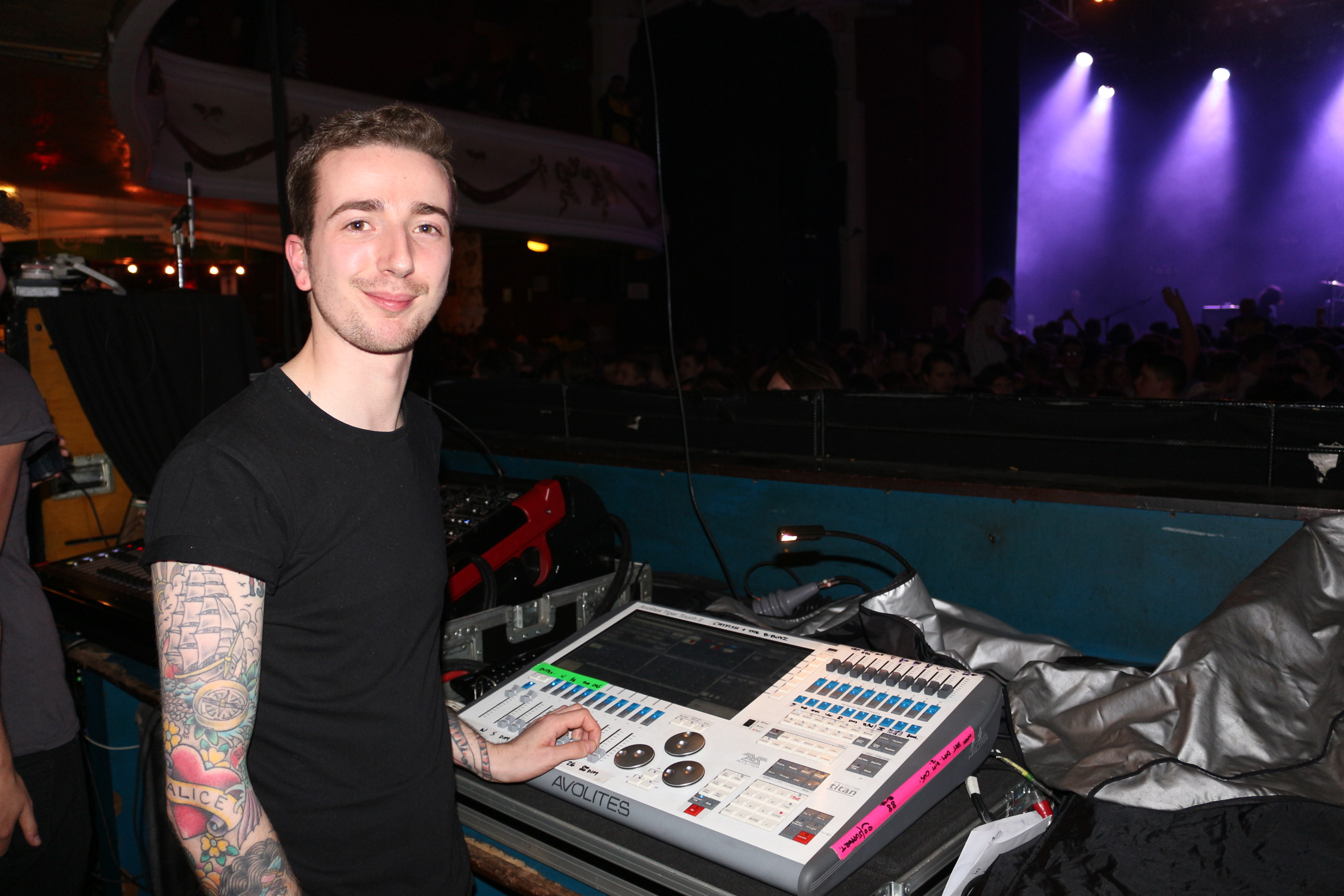 Avolites Tiger Touch II controls a 'rocking red' show for Catfish & The Bottlemen