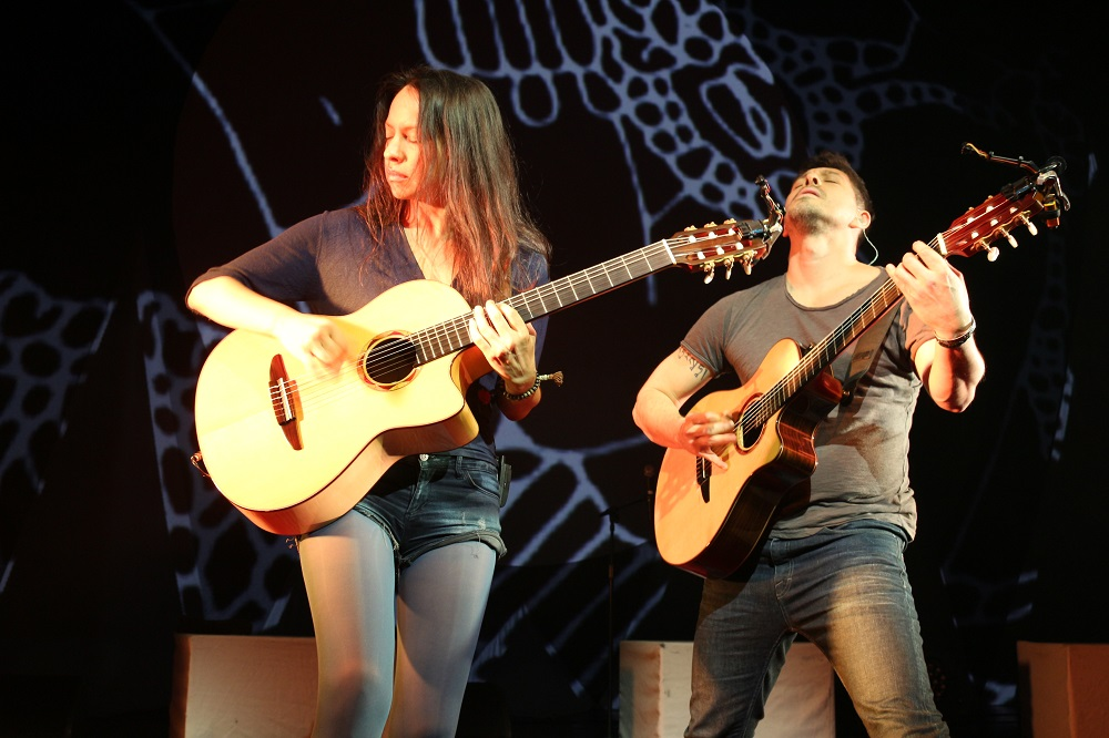 "Avolites Ai ""works like a charm"" for Rodrigo y Gabriela"